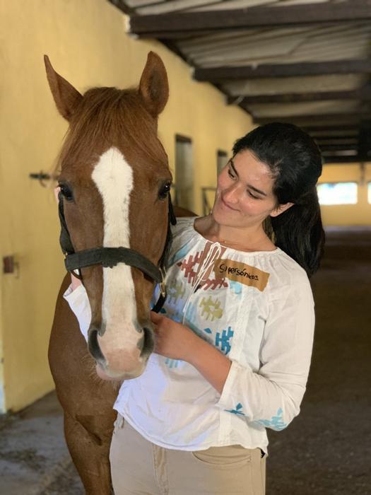 maria fernanda mirando a chasco, protagonistas de mi caballo y yo
