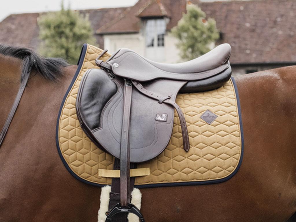 mantilla sofshell de kentucky horsewear en mostaza
