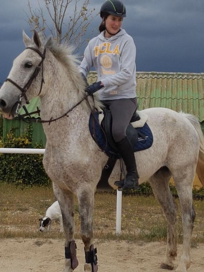 Parce con Sara, compañera de Silvia que le recomendó al caballo para cogerlo a fruto por alimento